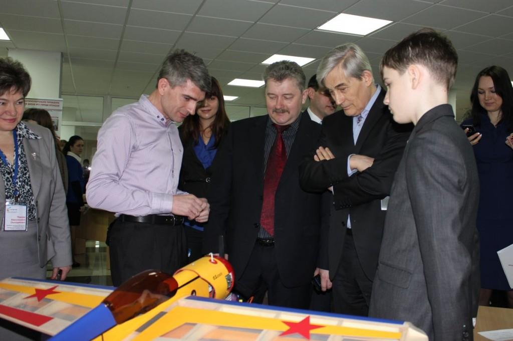 Владимир Авдеев представляет свою работу